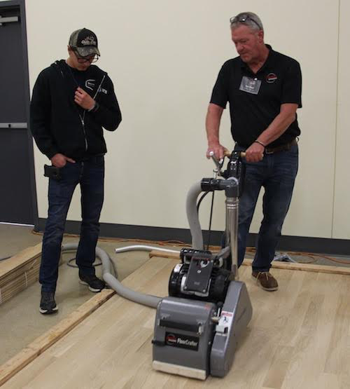Dittmer (right) teaching at an American Sanders Sand & Finish class held Sept. 25 in Elk Grove Village, Ill.